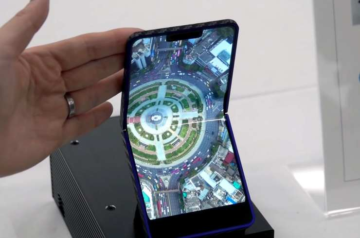 Samsung se encuentra preparando un teléfono plegable además del Galaxy Fold